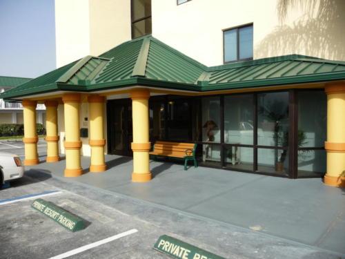 Sun Glow Resort Entrance